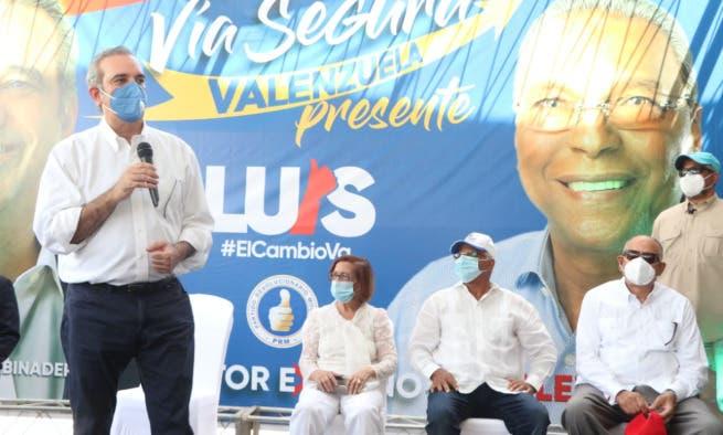 """Luis Abinader: «Cojan lo que le den, pero voten por su dignidad"""""""