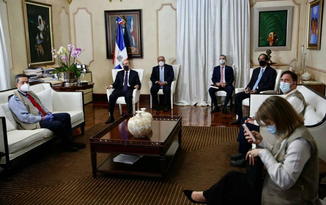 Danilo Medina recibe observadores electorales de la OEA