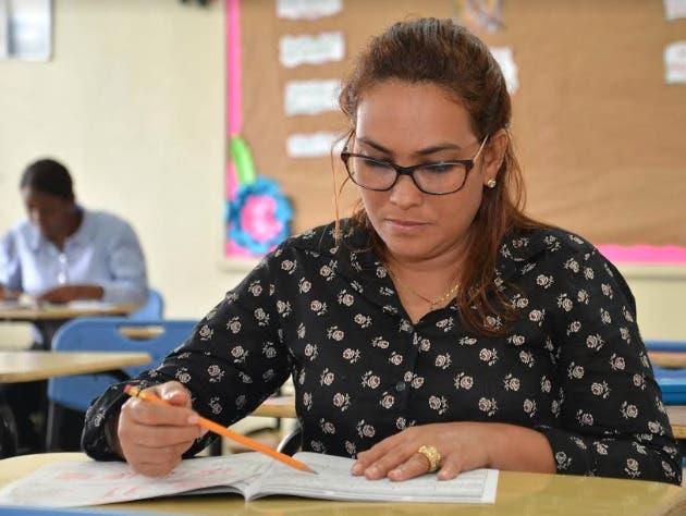Educación recontratará 7 mil profesores para año escolar 2020-2021