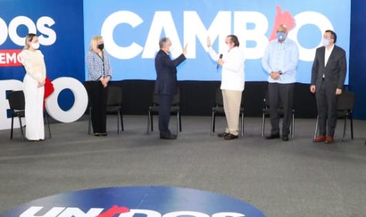 Roberto Salcedo al juramentarse en PRM: «El cambio es un sentimiento»