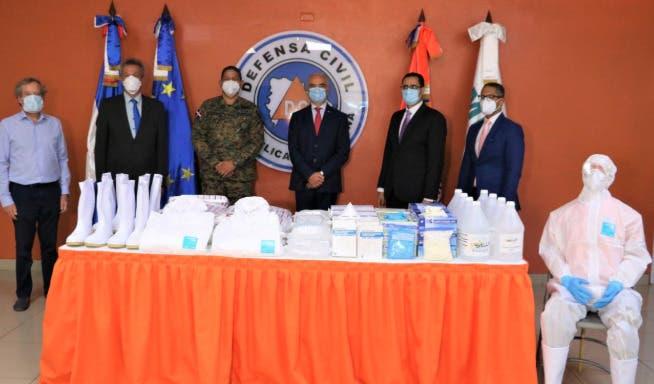 Donan material para prevenir COVID-19 a la Defensa Civil