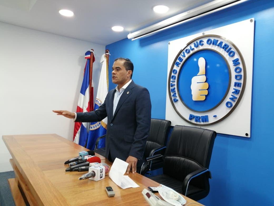 Advertencia del diputado Elías Báez a Danilo Medina y la JCE
