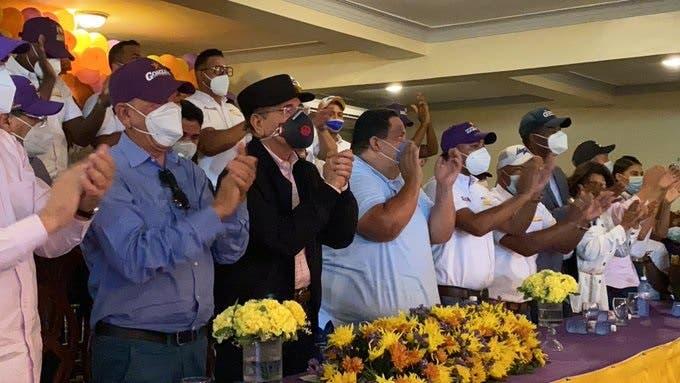 Danilo Medina se lanza a las calles a apoyar candidatos de su partido