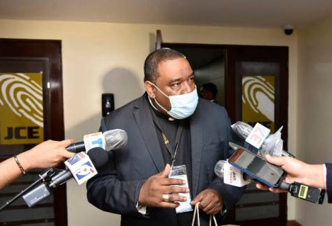 Obispo dice autoridades se hacen de la vista gorda con drinks, pese a Covid-19