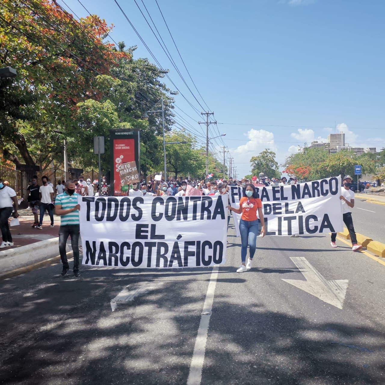 Jóvenes marchan y exigen explicaciones sobre candidatos vinculados a casos de narcotráfico
