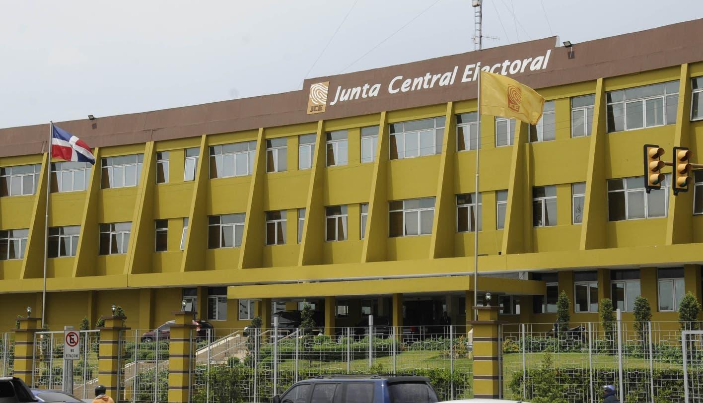 ¿Es discriminatorio descartar candidatos a JCE por vínculos políticos? senador responde