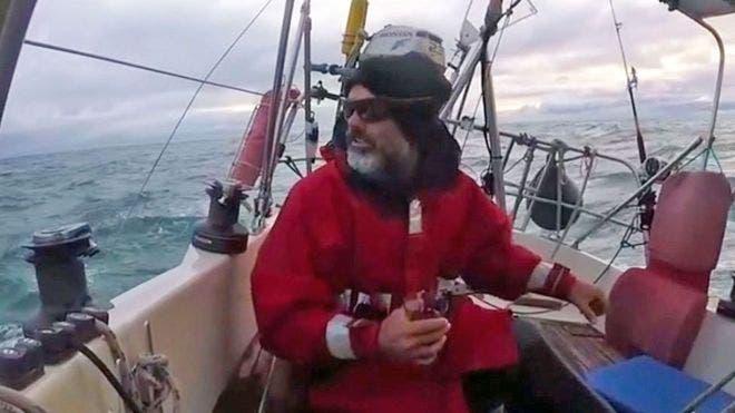 La historia del hombre que cruzó el mar solo en su velero para reencontrarse con sus padres ante coronavirus