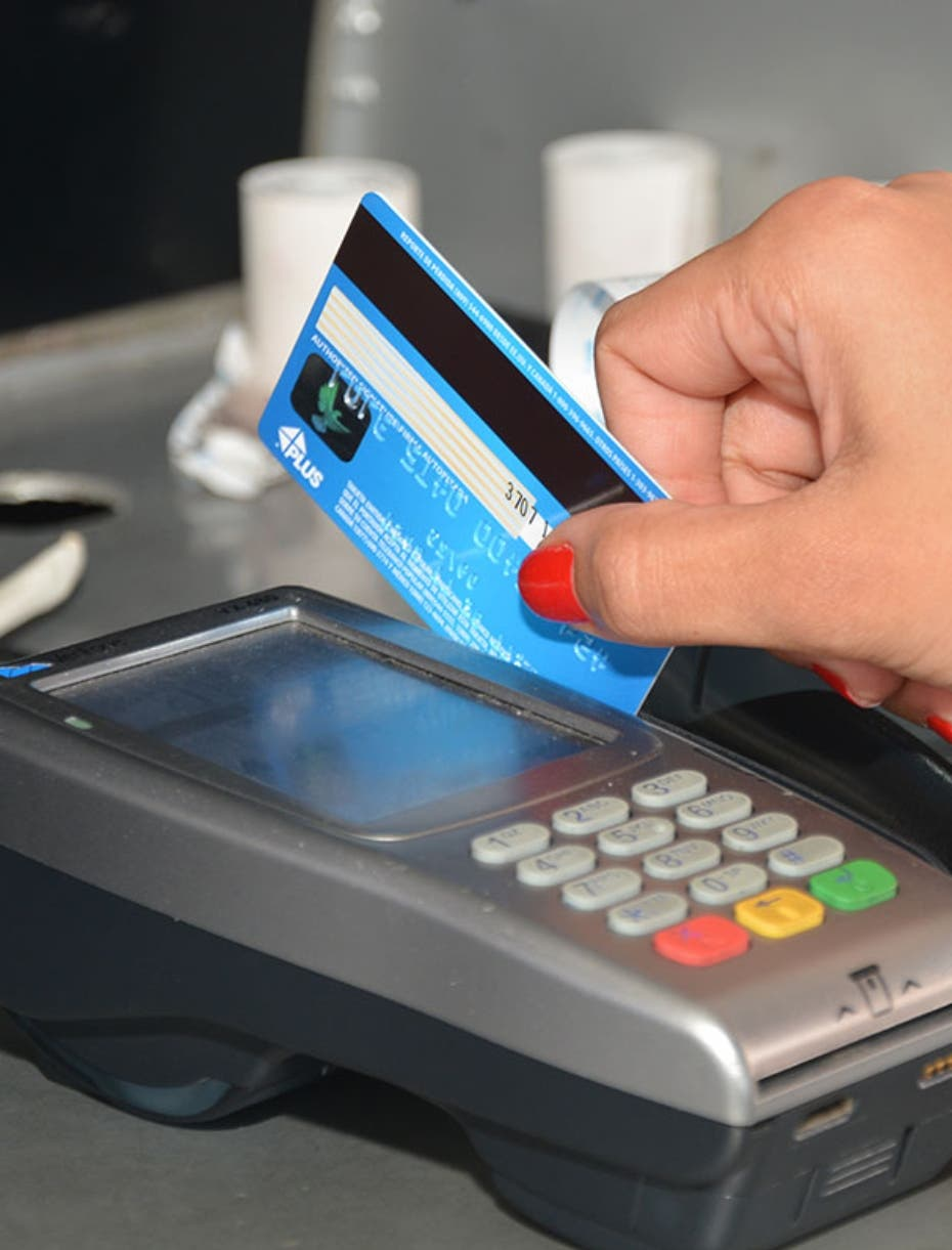 SCJ establece que establecimientos deben solicitar identificación para pagos con tarjetas