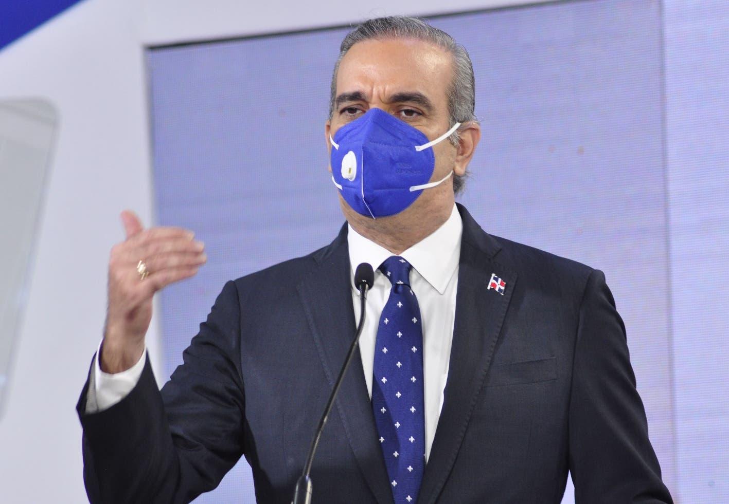 Luis Abinader promete incluir dos millones al seguro de salud con ahorros de instituciones eliminadas