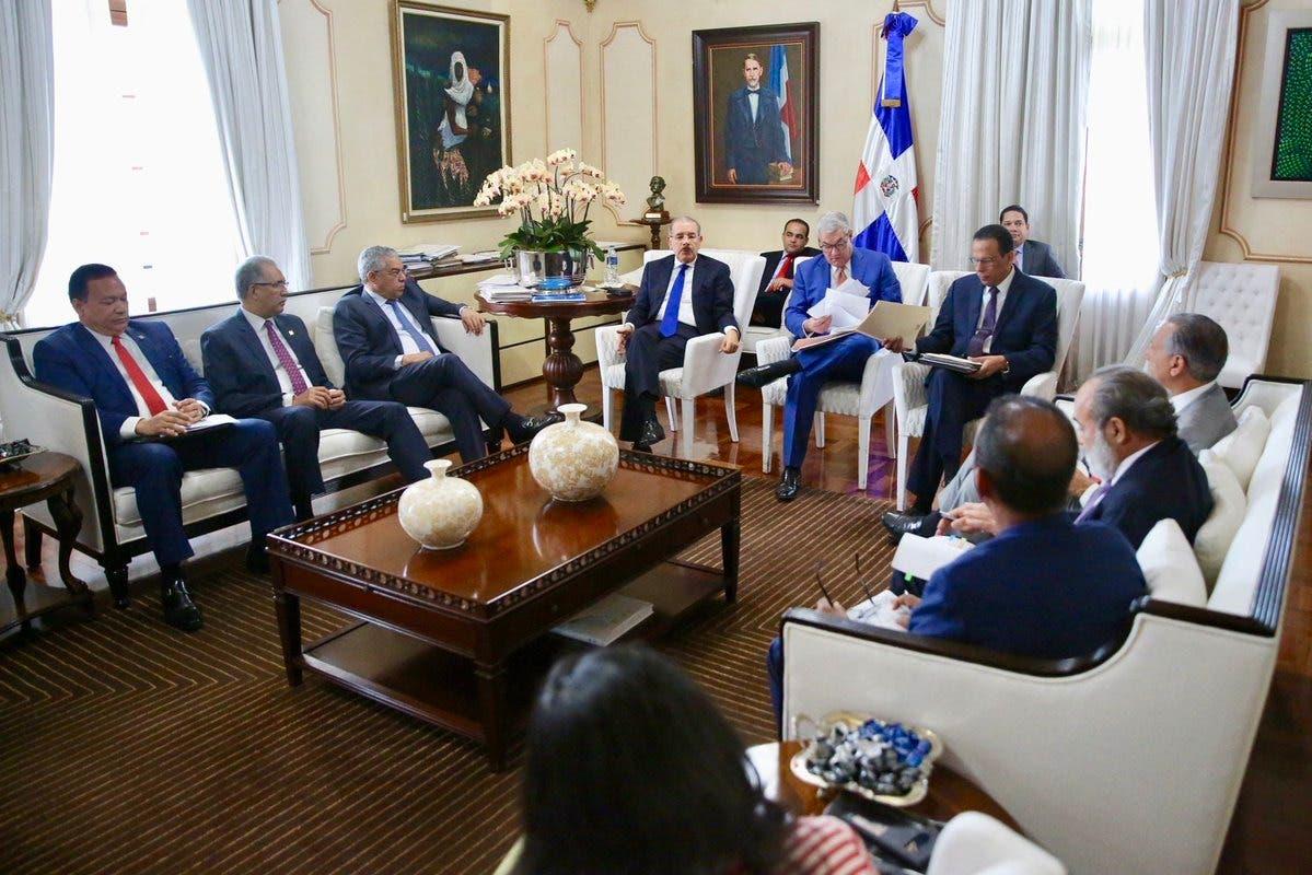 Presidente Danilo Medina recibe la visita de directivos del CONEP