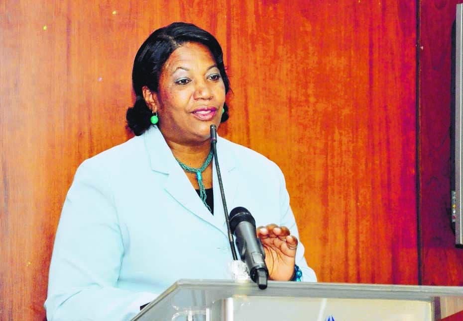 Presidenta Colegio de Periodistas es ingresada por COVID; se había vacunado