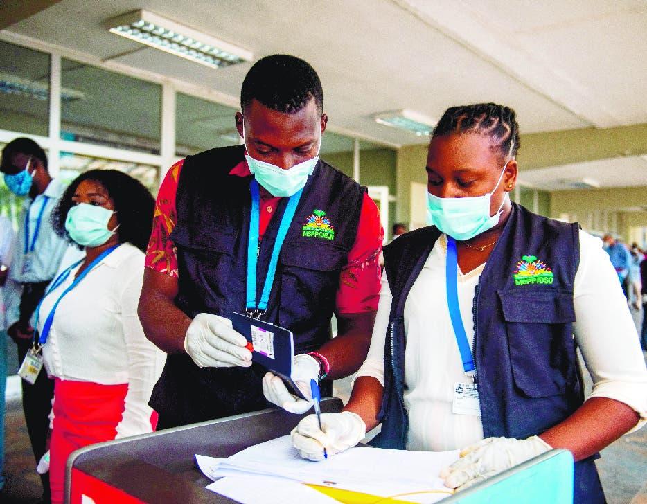 Aumenta asistencia a centros de vacunación en Haití
