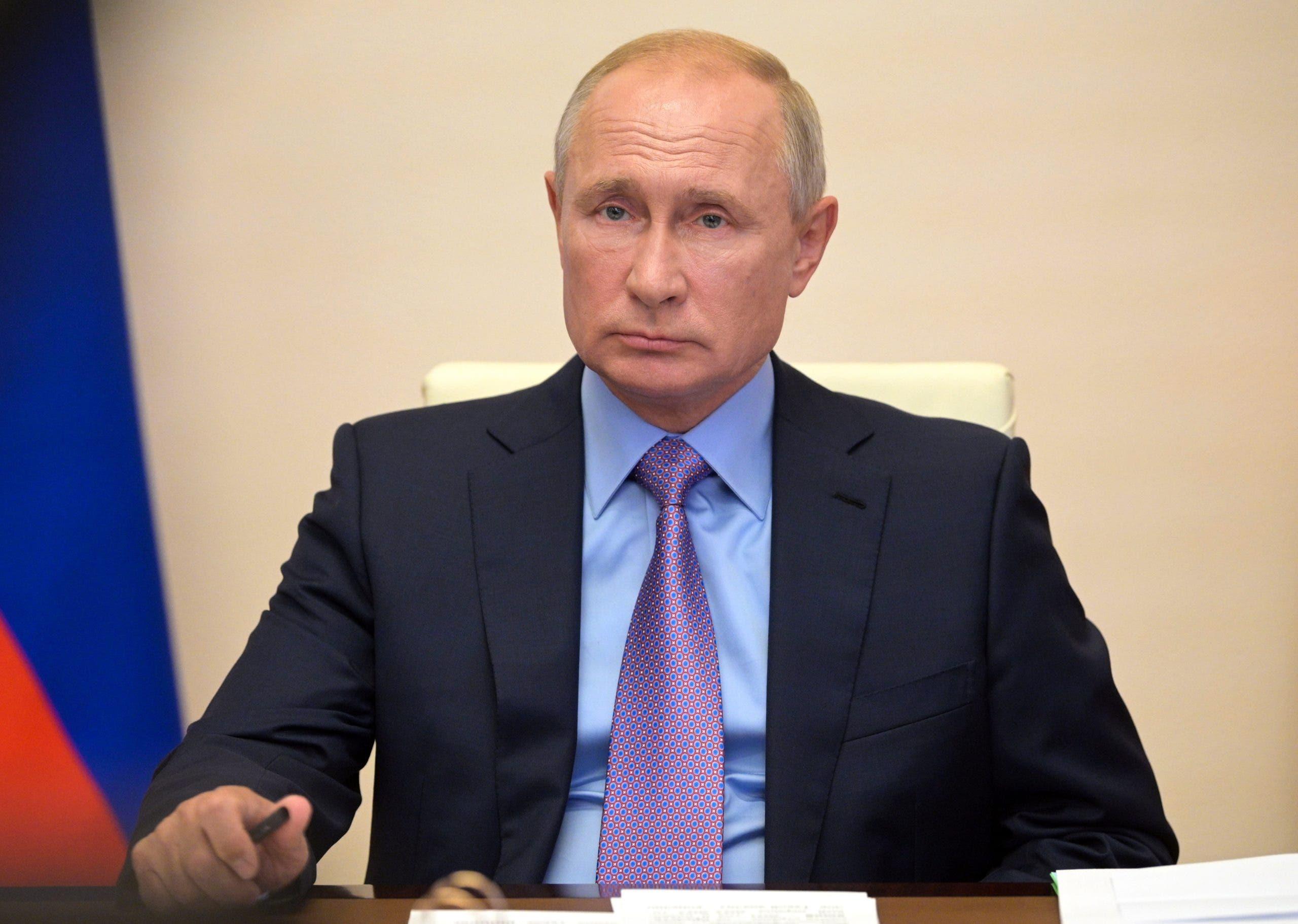 Acusan a Rusia de robar datos sobre vacuna para COVID-19