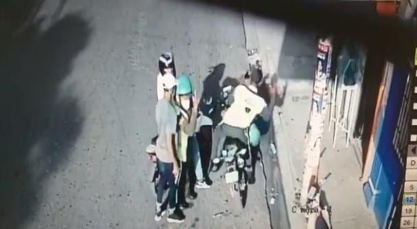 Video: Agentes Digesett estaban distraídos y de espaldas cuando fueron asaltados