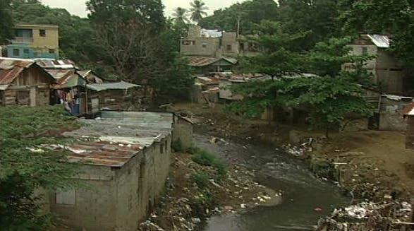 Tormenta Isaías preocupa a  residentes de orillas arroyo Gurabito en Santiago