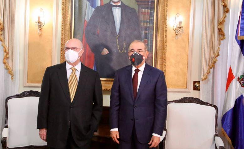 Hipólito Mejía se reúne con  Danilo Medina en Palacio Nacional