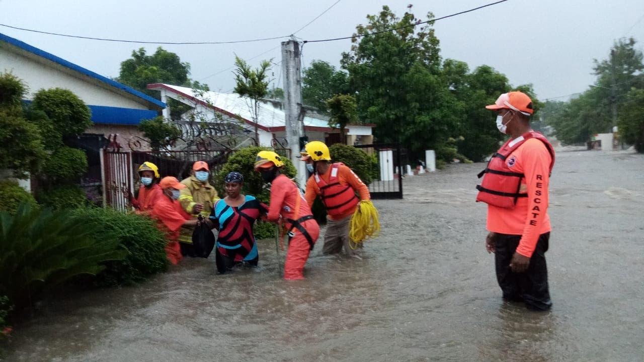 Isaías: cientos de casas arrasadas por río desbordado en Gualey, Hato Mayor