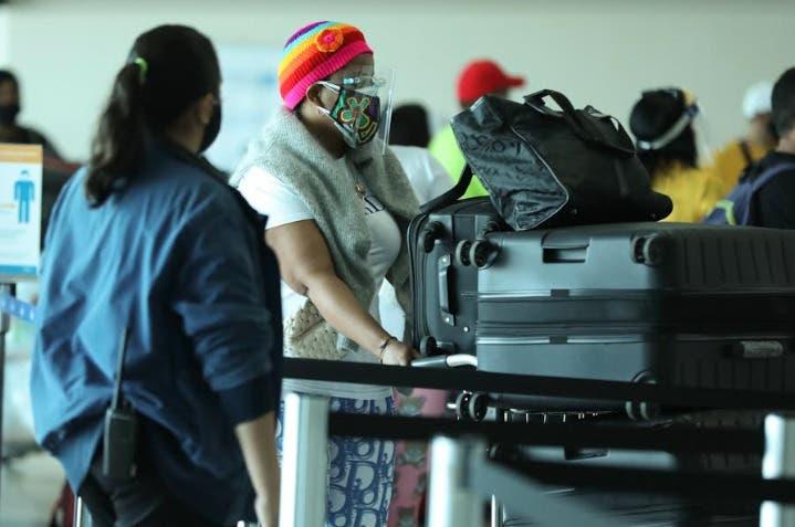 Dominicanos regresan al país en vuelo organizado por Embajada Dominicana en Panamá