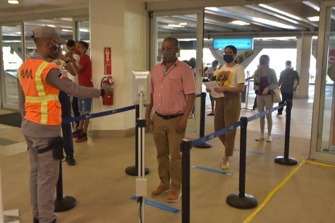 Sigue en aumento entrada y salida de vuelos en RD