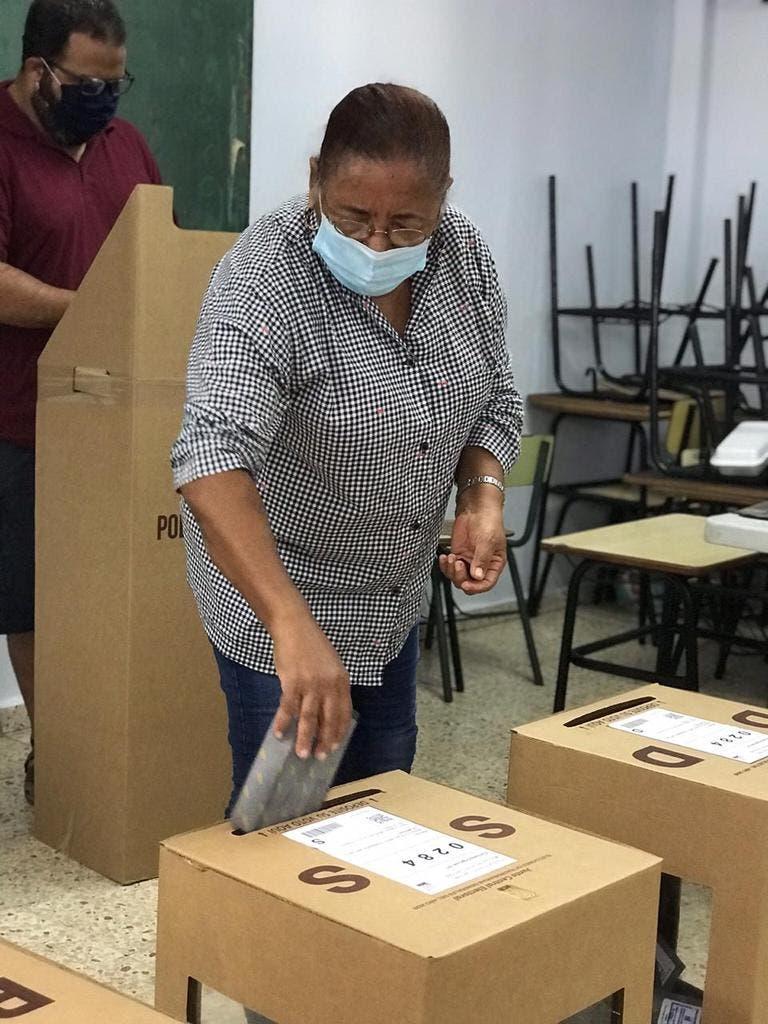 Elecciones RD:  votantes con mascarilla y sin miedo al coronavirus