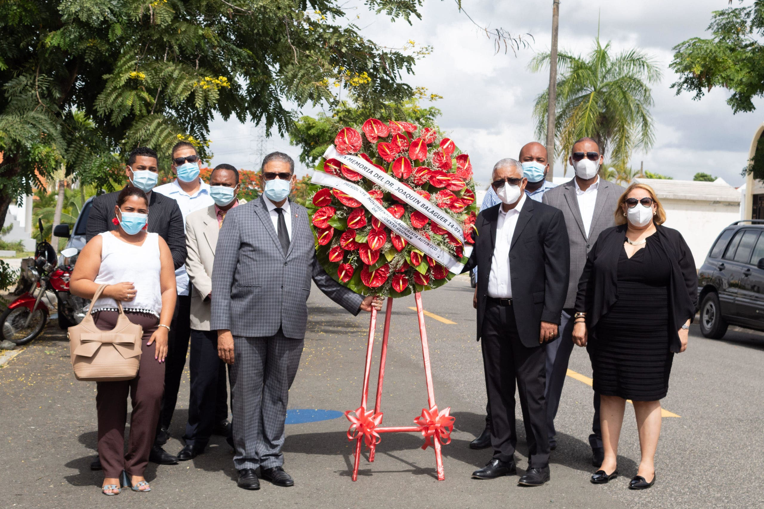 Visitan tumba de Balaguer en 18 aniversario de su fallecimiento