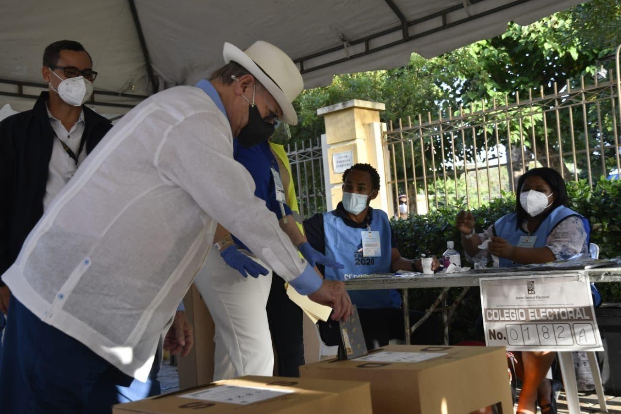 Elecciones RD: Hipólito Mejía ya votó