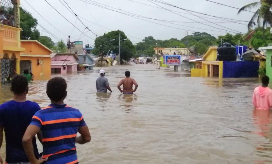 Un fallecido y seis comunidades incomunicadas por tormenta Isaías en RD