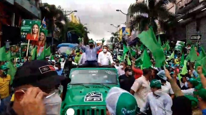Miles acompañan a Leonel Fernández en marcha de cierre de campaña en la Capital