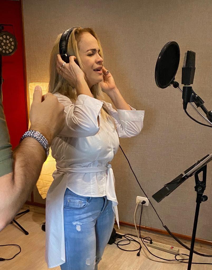 Miriam Cruz regresa al estudio de grabación