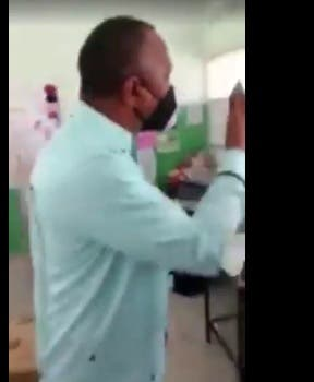 VIDEO: Sacan a Olgo Fernández, director del Indrhi de centro de votación