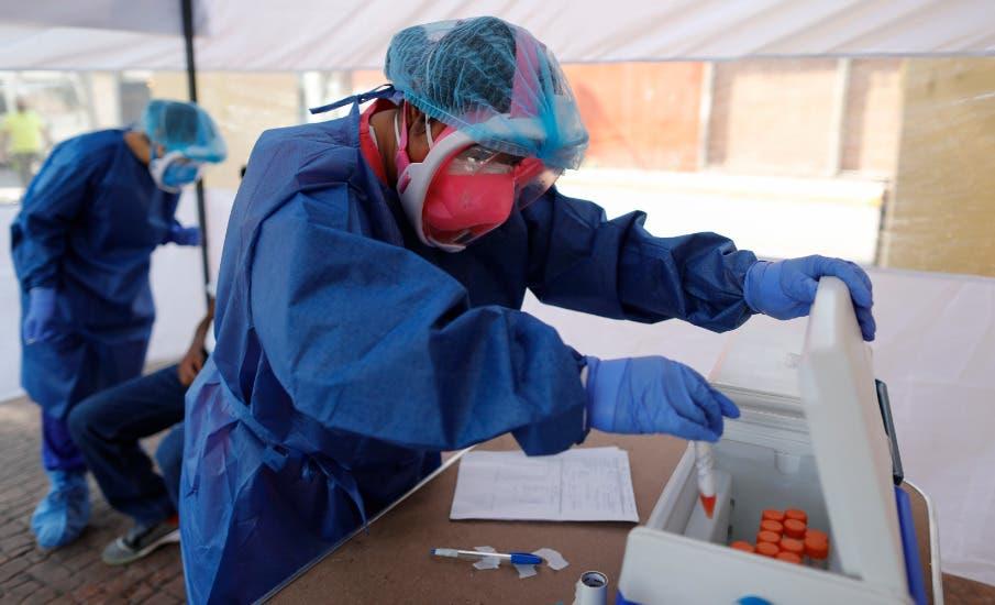¿Igualito que aquí? Aumento de pruebas COVID-19 rebosan laboratorios en EEUU