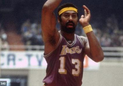 Wilt Charmberlain único jugador con 100 puntos en juego NBA