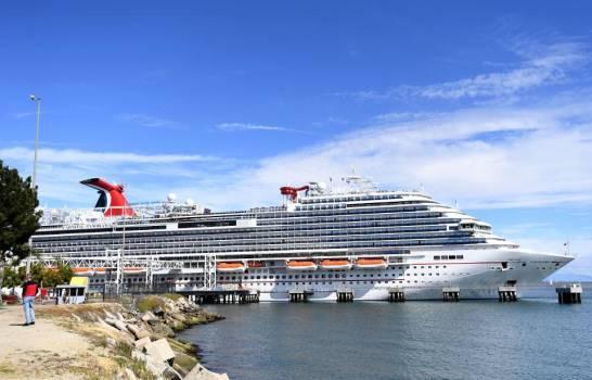 Carnival venderá 13 cruceros tras perdidas económicas por el COVID-19