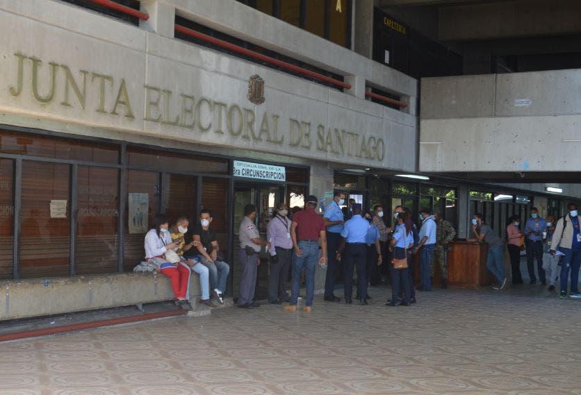 Imponen prisión preventiva a implicados en robo de Junta Electoral de Santiago