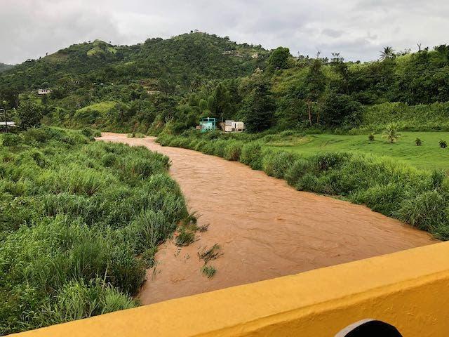 Tormenta Isaías causa deslaves e inundaciones en Puerto Rico