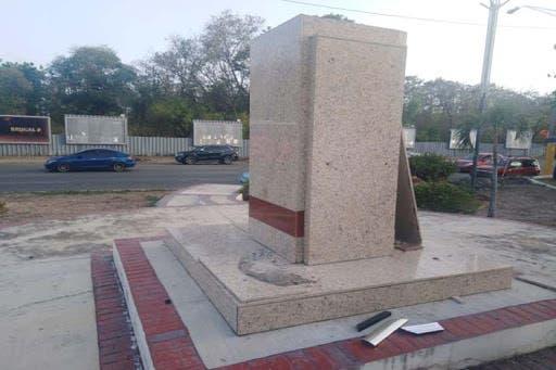 Denuncian profanación de Plaza Ho Chi Minh en Santo Domingo Este
