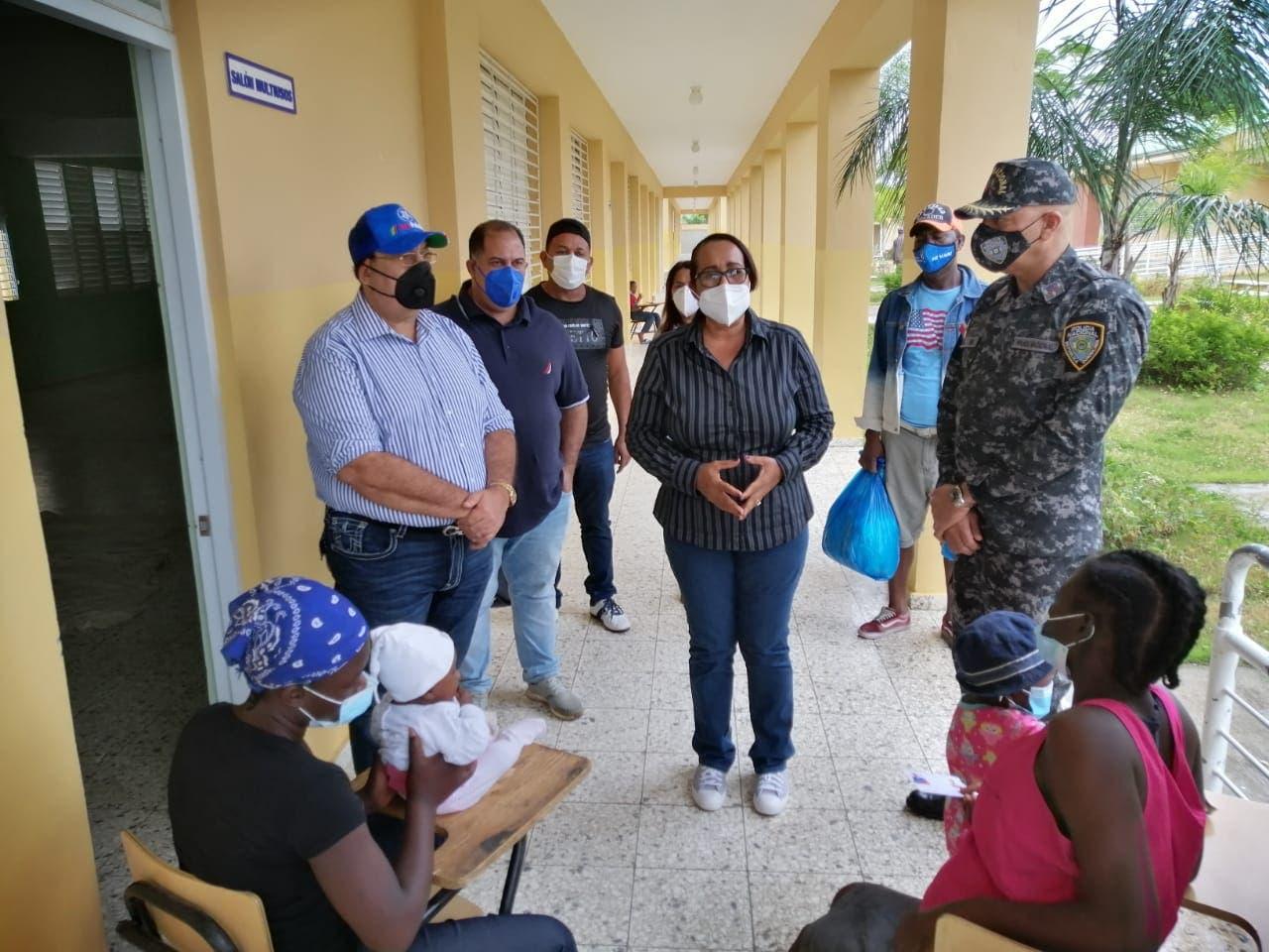 Hato Mayor: supervisan escuelas usadas como albergues debido a tormenta Laura