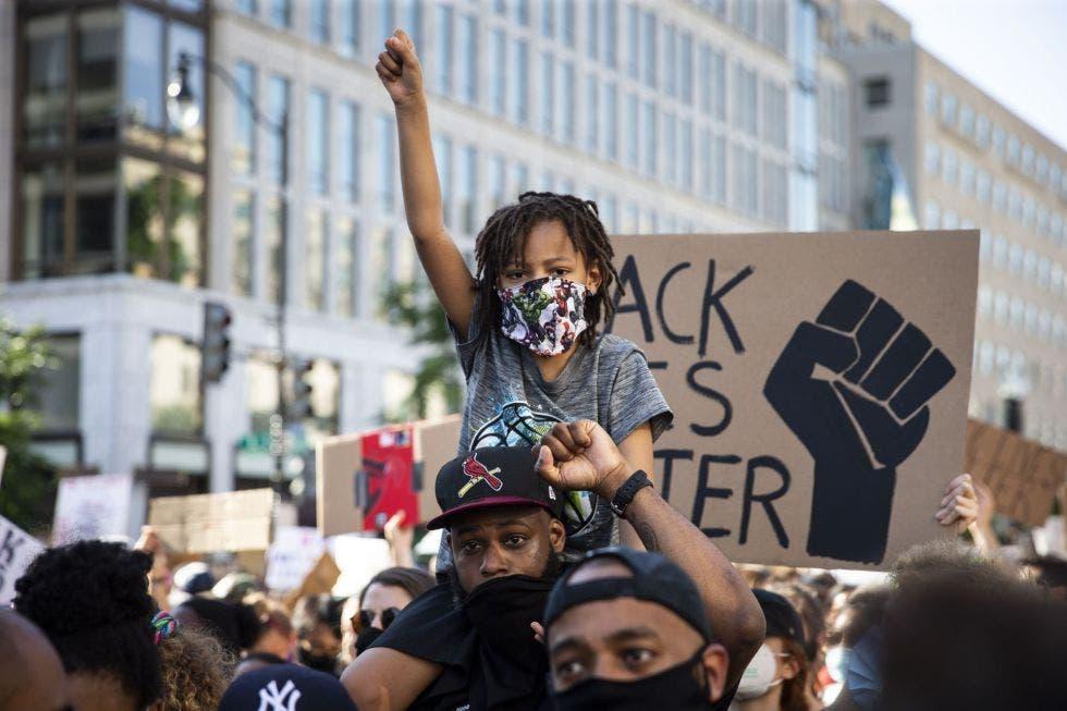 Cientos protestan en EEUU contra el racismo al grito de «¡7 balas, 7 días!»