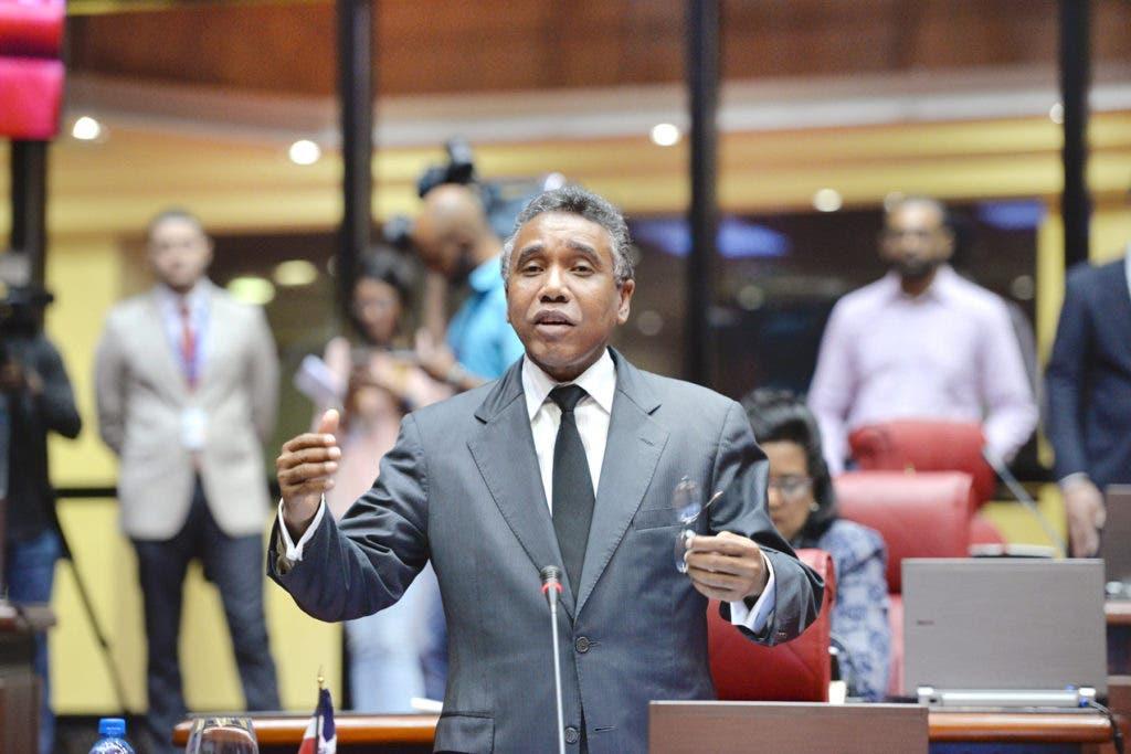 Señalan empresa de Félix Bautista en un caso de corrupción en Haití
