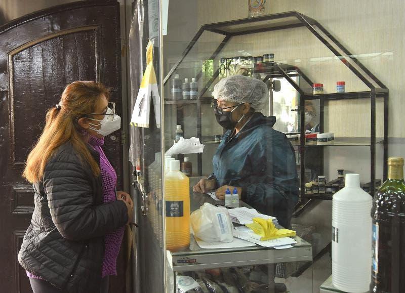 Carne de llama y dióxido de cloro, la receta anti-COVID de gobernador peruano