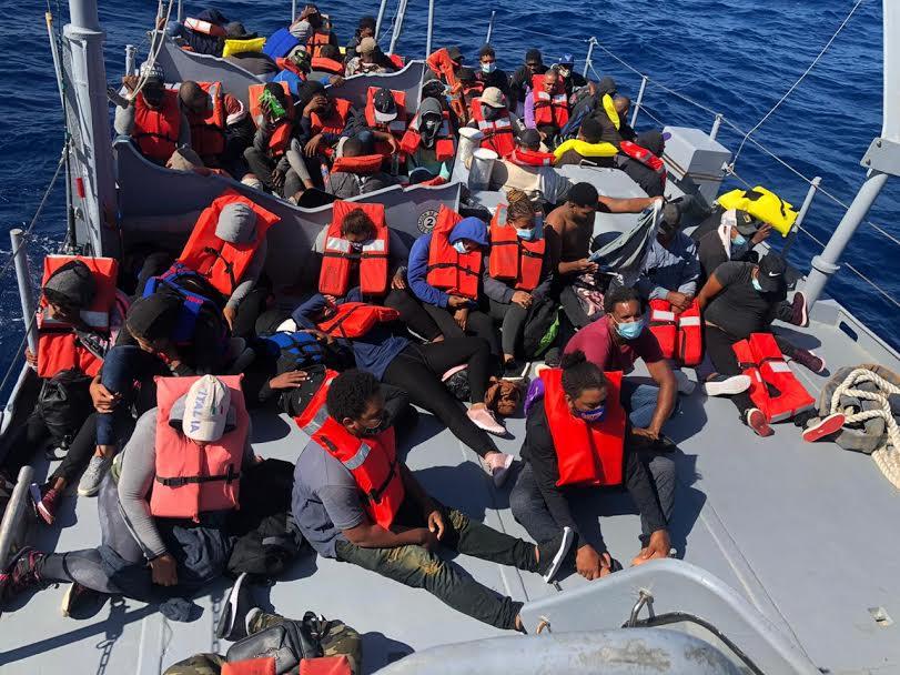 Interceptan yola con 55 personas cuando se dirigía hacia a Puerto Rico