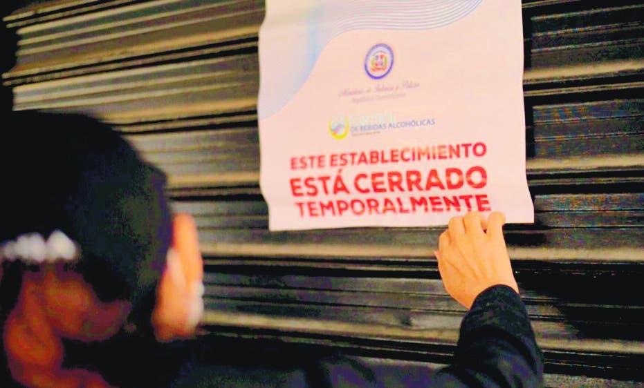 Ministerio de Interior y Policía dispone cierre de negocios por violar toque de queda
