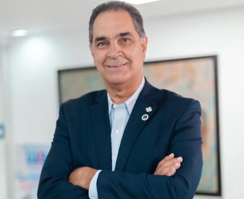 Luis Abinader designa a Santiago Hazim en SeNaSa y a Mario Lama en el SNS