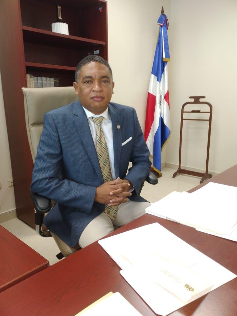 Senador Aris Yvan Lorenzo advierte FP será bisagra del PRM en tema miembro CNM