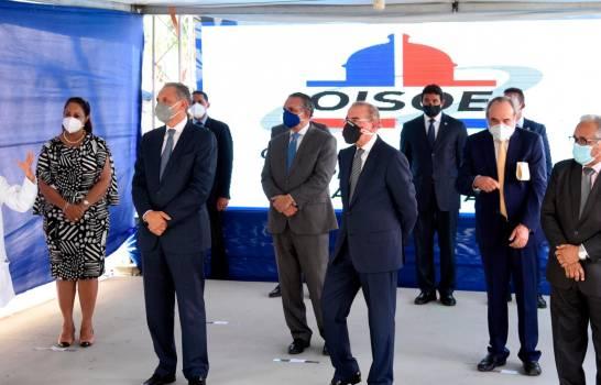 Presidente Danilo Medina inaugura remodelado hospital infantil de Santiago en medio de protesta