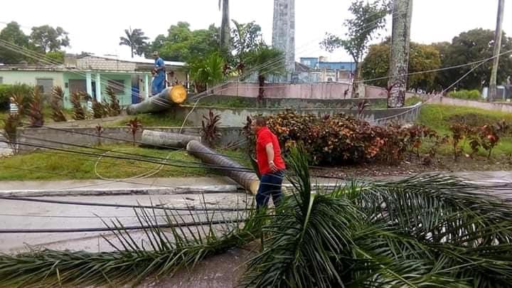 Laura azota la zona occidental de Cuba antes de abandonar la isla