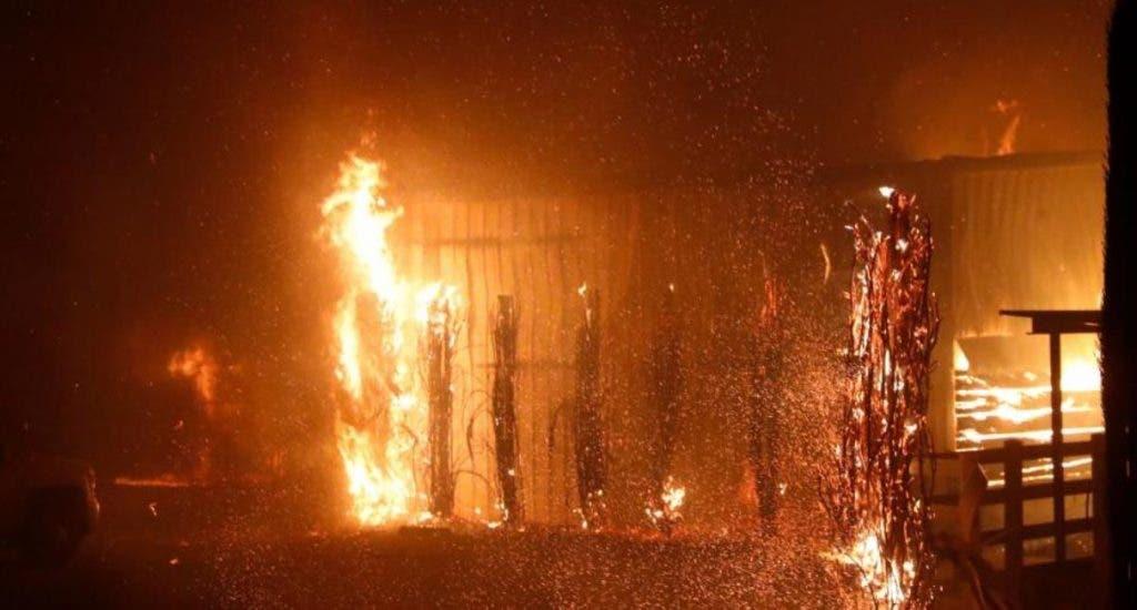 Incendio reduce a cenizas 18 habitaciones de una pensión en Valverde