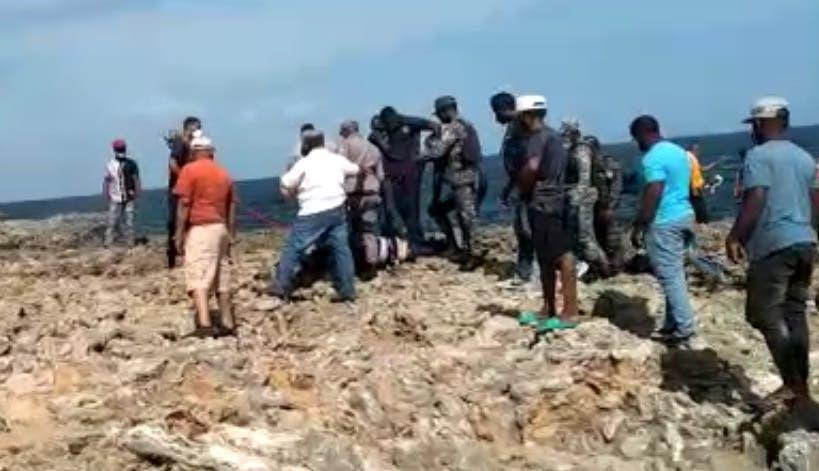 Video: Sacan cadáver del mar Caribe en inmediaciones de la 30 de Mayo