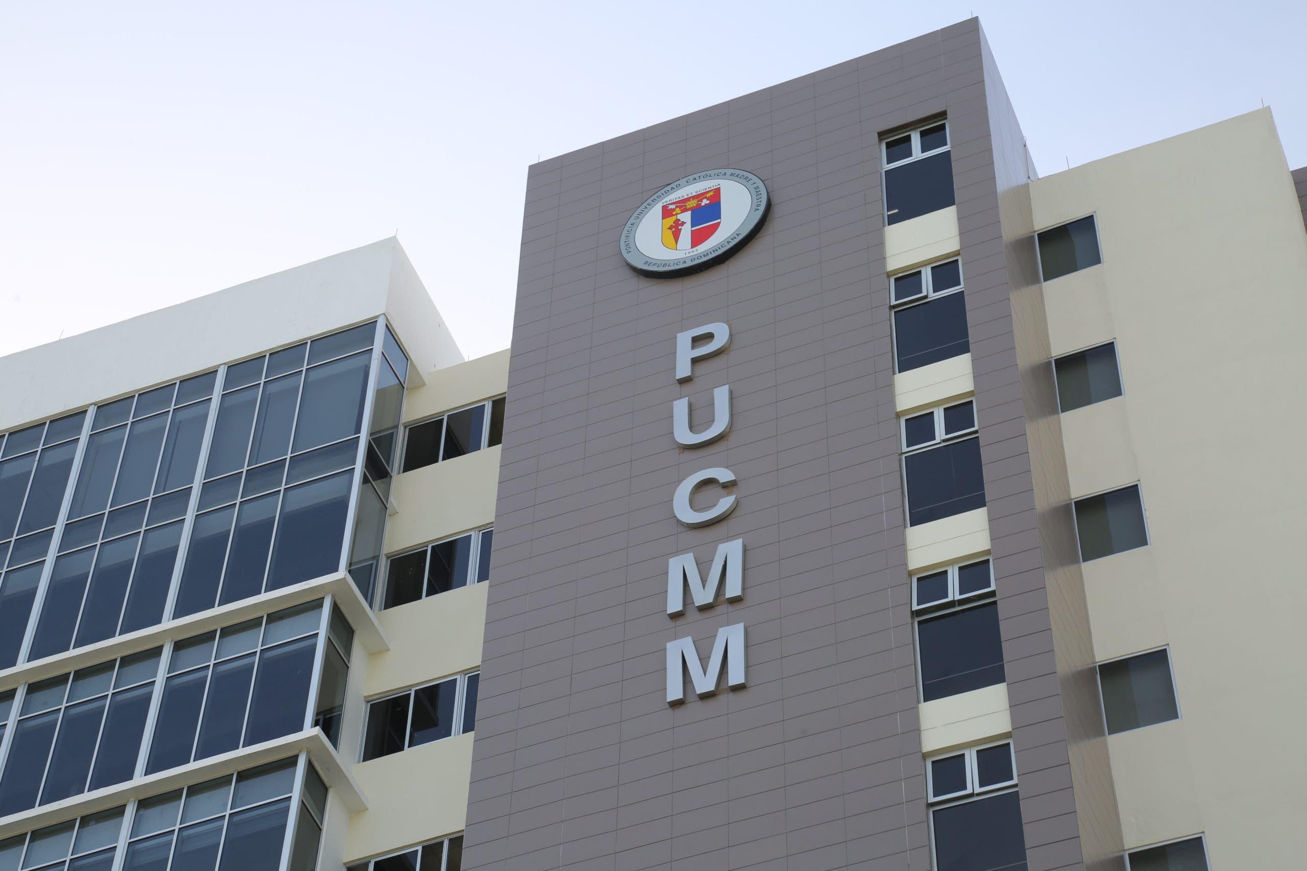 Vacunación exclusivamente por citas en centros PUCMM