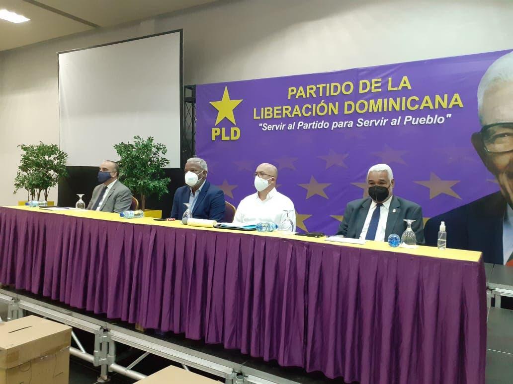 Dionis Sánchez y Félix Bautista no asisten a reunión senadores del PLD